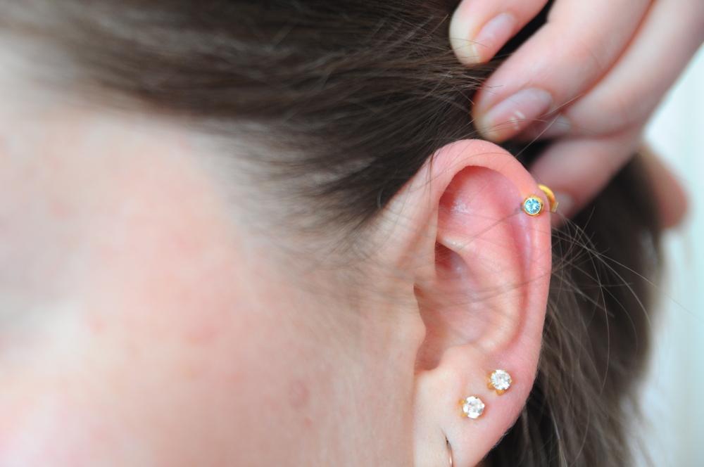 comprare a buon mercato nuovo stile di vita taglia 7 Helix Piercing orecchio: prezzo, dolore e consigli ...