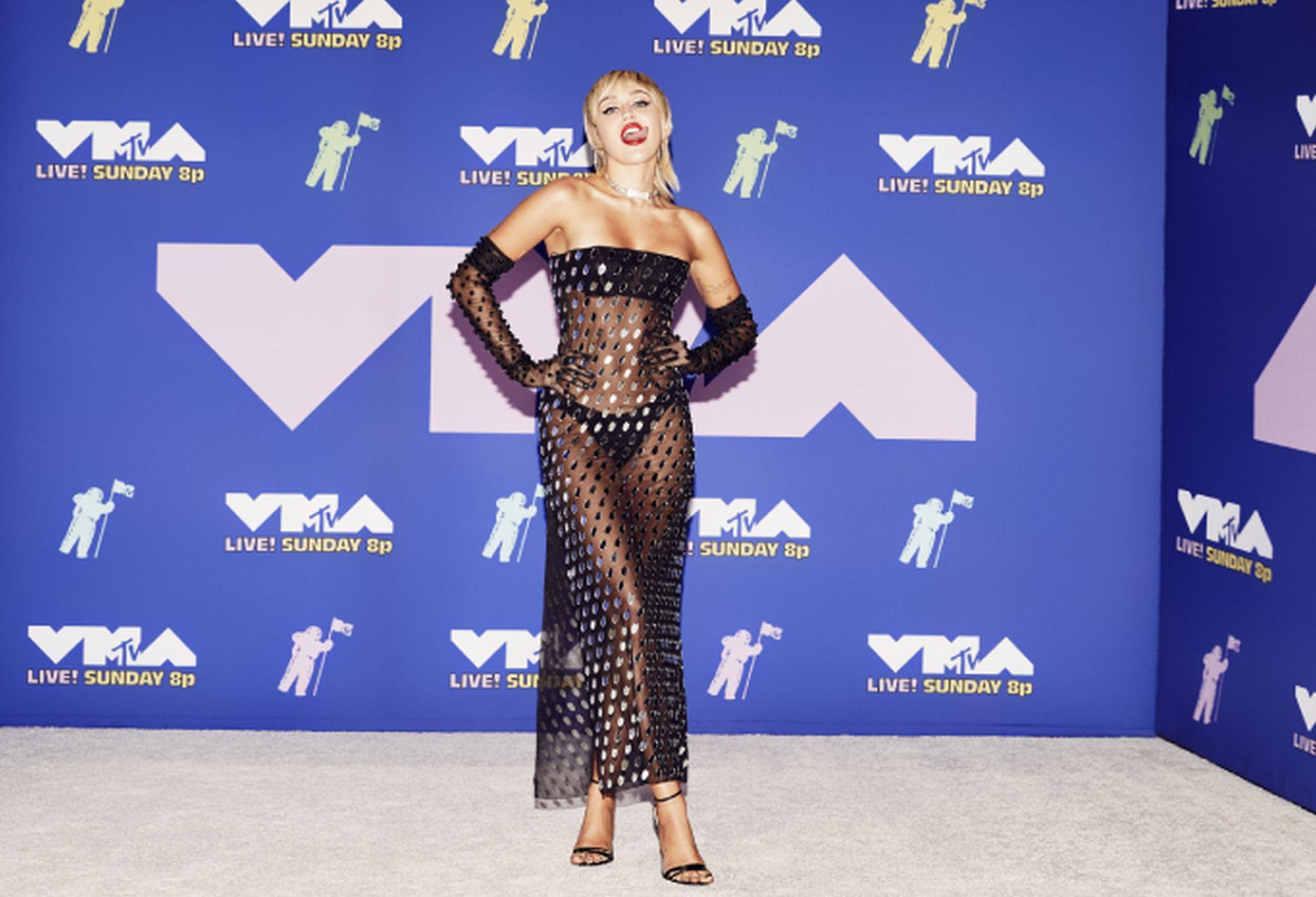 MTV VMA 2020: outfit top e outft flop