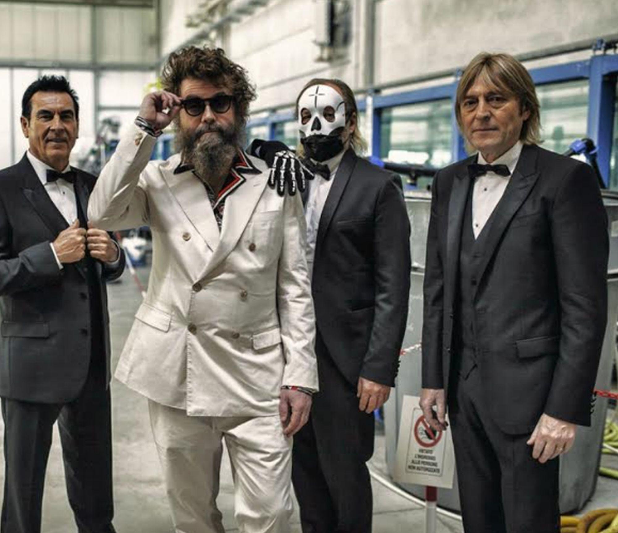 "Extraliscio feat. Davide Toffolo a Sanremo 2021 con ""Bianca Luce Nera"": testo, audio, significato"