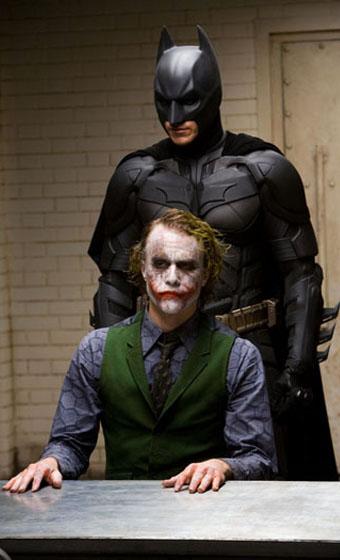 "Batman interroga Joker in ""Il Cavaliere Oscuro"""