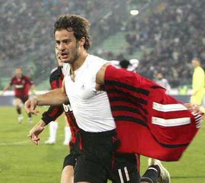 Gilardino esulta dopo la rete all'Udinese