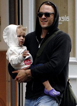 Heath con la piccola Matilda