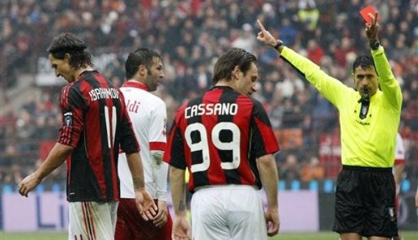L'espulsione di Ibrahimovic contro il Bari (Ap Photo)