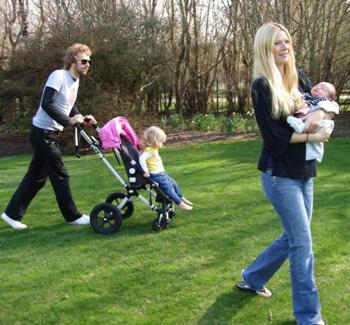 Chris Martin con la famiglia al completo