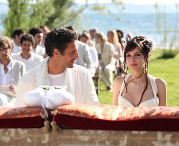Michela con Raoul Bova in una scena del film