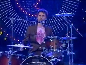 """Matt Bellamy alla batteria a """"Quelli che..."""""""