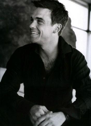 """Robbie Williams, di nuovo in pista con """"Bodies"""""""