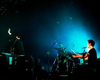 La band sul palco dei Magazzini Generali