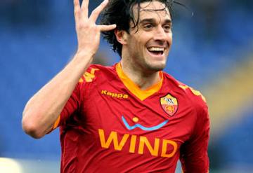 Luca Toni con la maglia della Roma